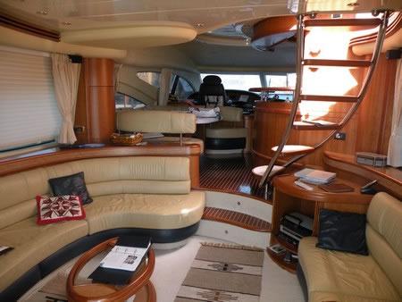 Livre de bord mer rouge for Interieur yacht